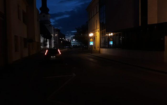Podsvietená LED zvislá dopravná značka IP6 ul. Divadelná