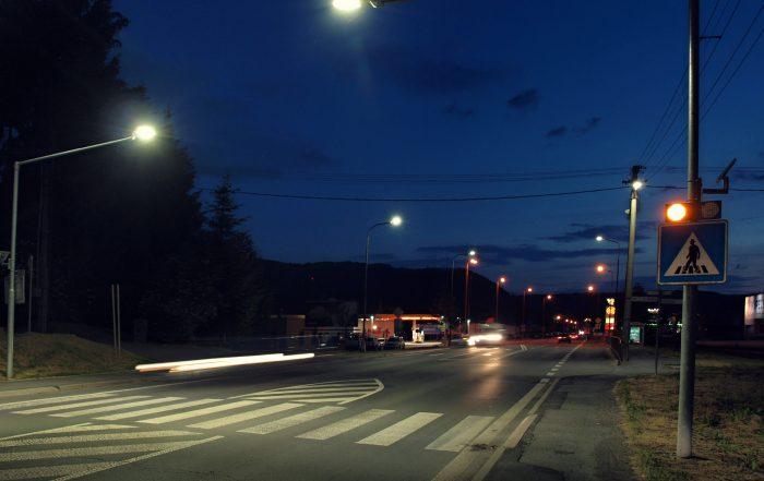 solárne LED výstražné svetlá v boxe 201 ul. Lučenská cesta 1