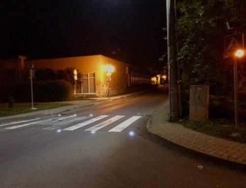 Solárne LED výstražné svetlá v boxe 2 x 102 + CS1 v meste Zvolen