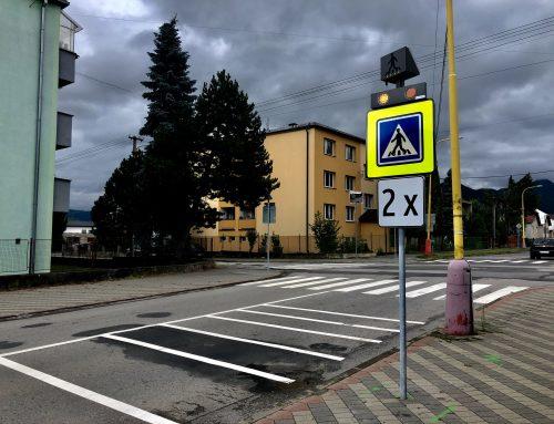 Solárne LED výstražné svetlá v boxe 2 x 102 + TL-SLC10 v meste Ružomberok
