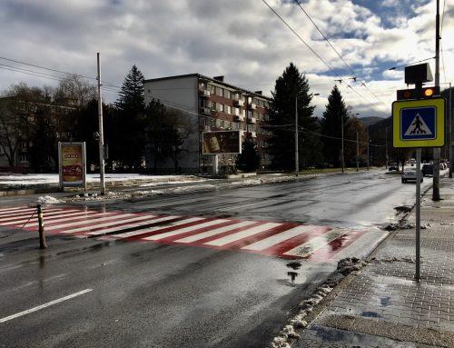 Solárne LED výstražné svetlá v boxe 2 x 102 v meste Banská Bystrica